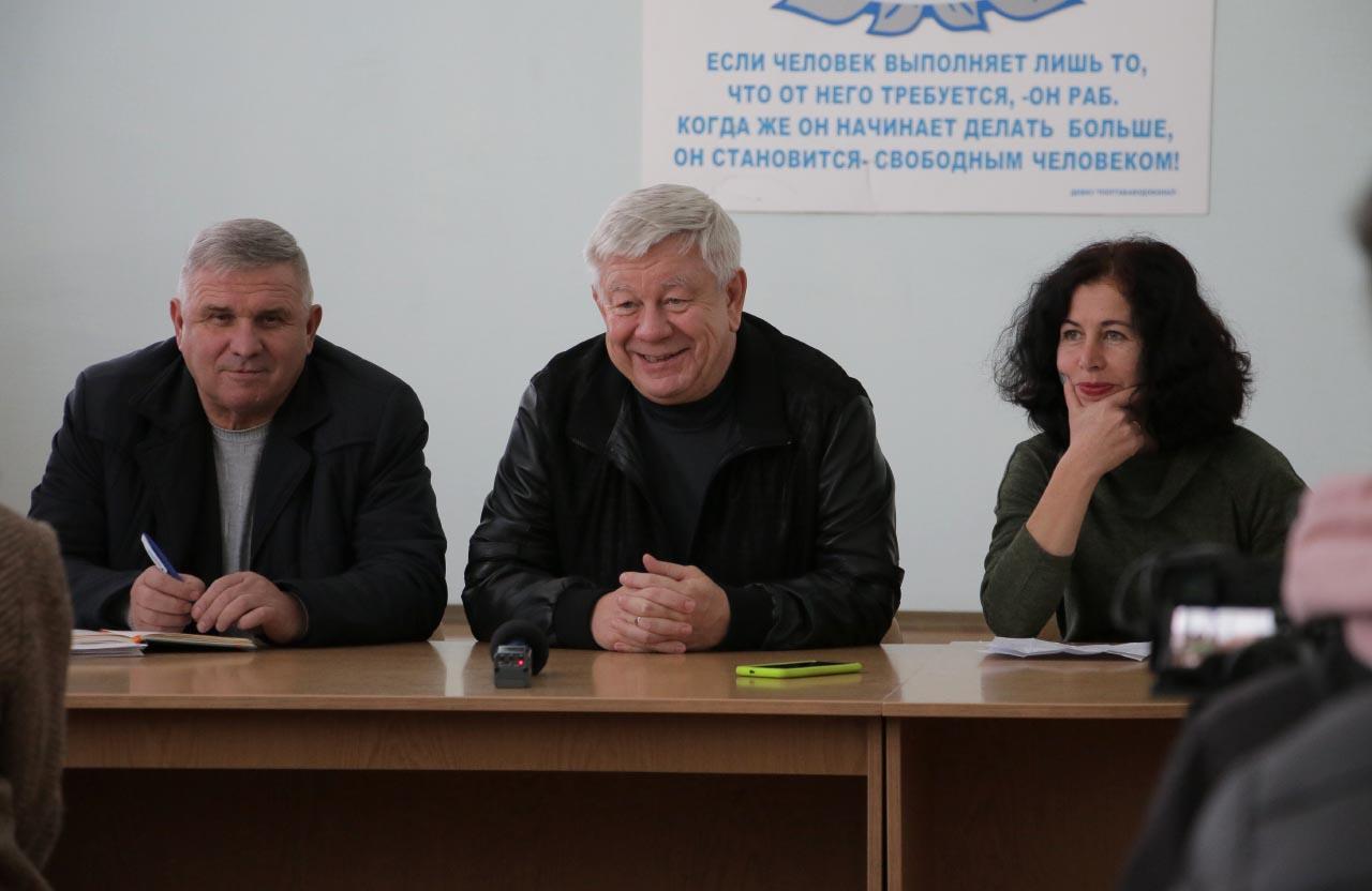 Гендиректор «Полтававодоканалу» Василь Воротинцев (посередині)