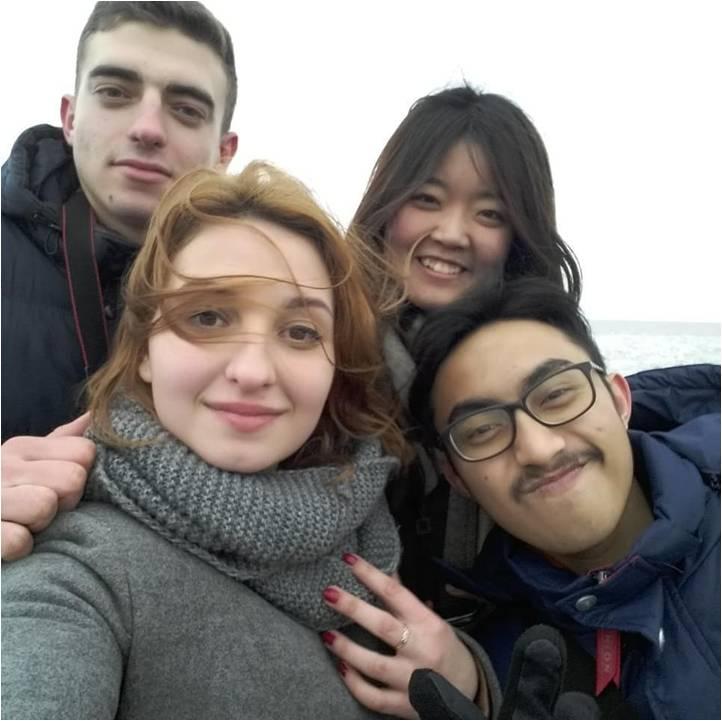 Студентка Алла Карпенко з іноземними студентами