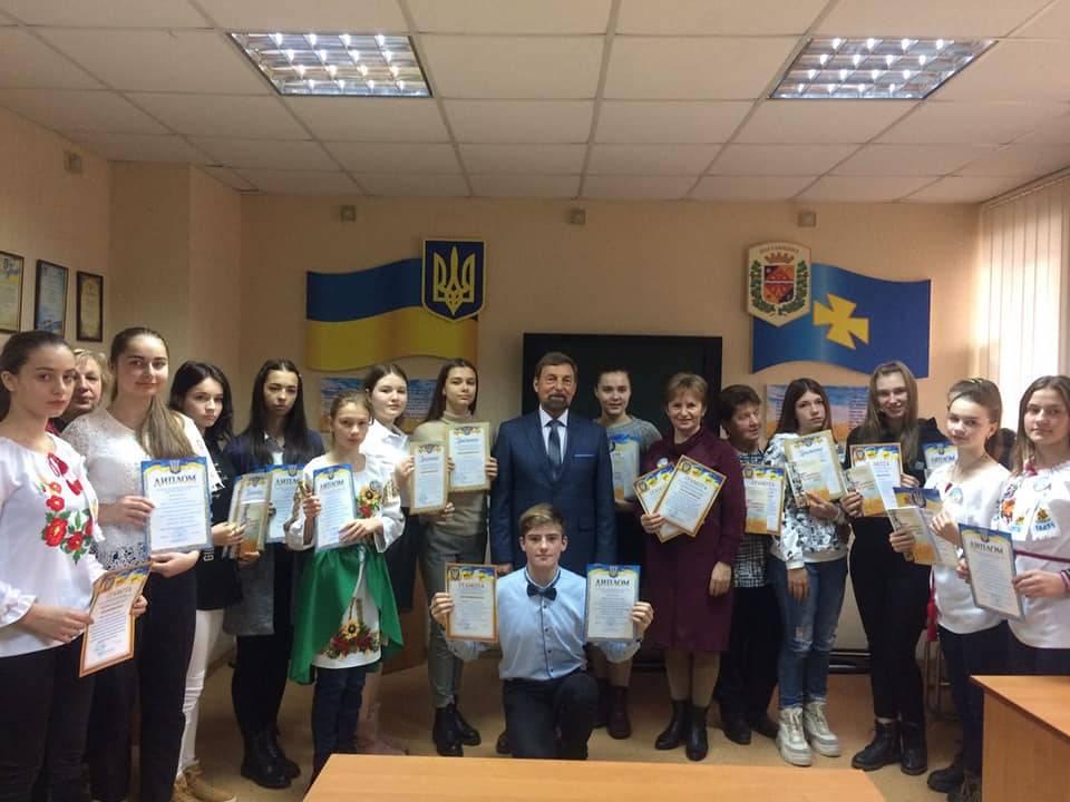 Нагороджені учасники та Станіслав Комісар