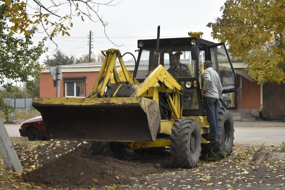Будівництво водогону в Коломацькому