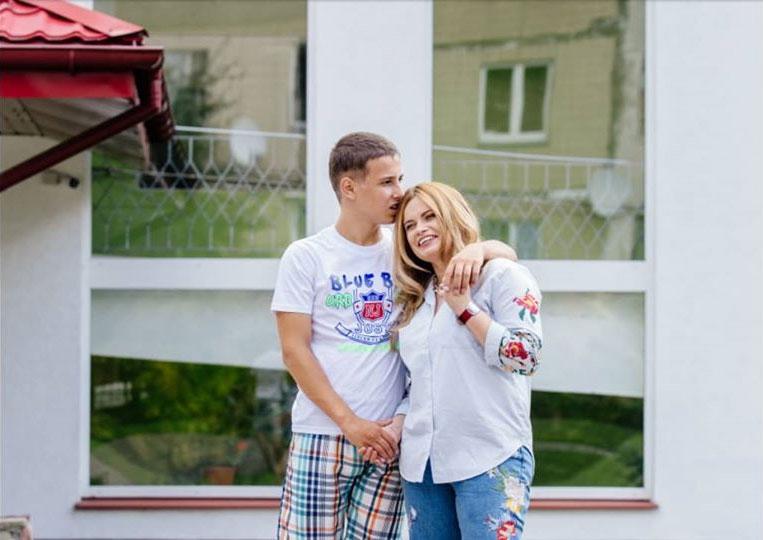 Зореслава Люльчак з сином Ігорем (джерело — facebook.com)