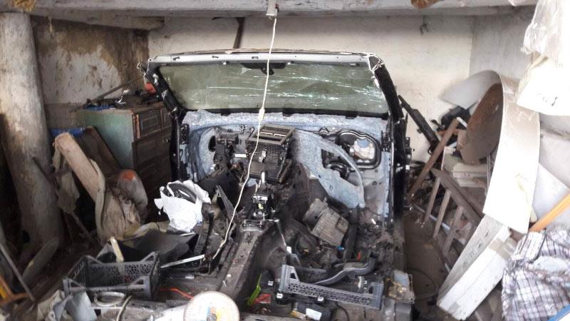 Розібараний Volkswagen Touareg у гаражі Геннадія Андреєва