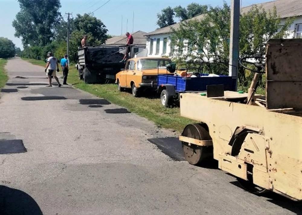 Ямковий ремонт дороги у Василівці