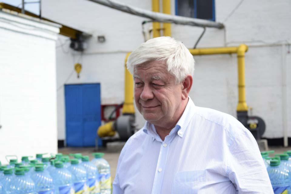 Генеральний директор Водоканалу передає воду бійцям на Схід країни