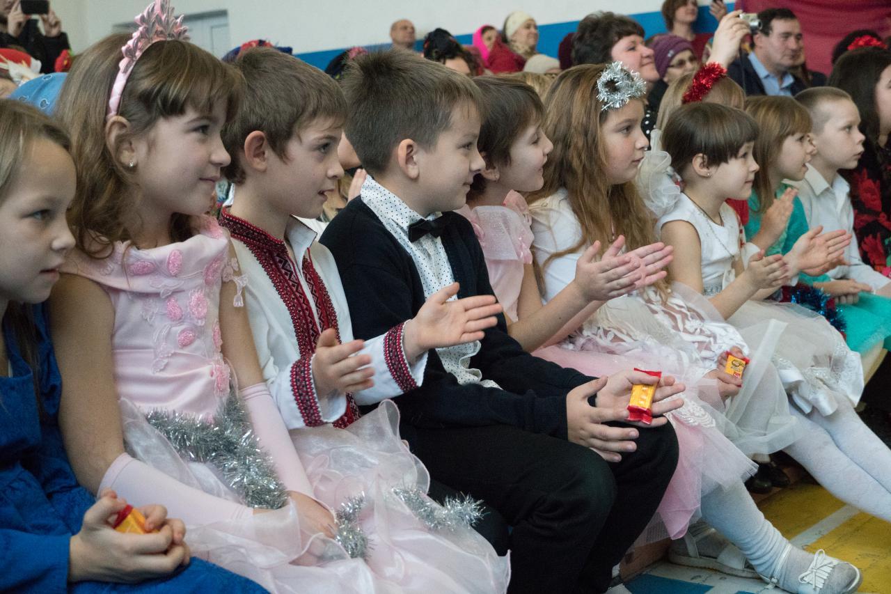 Діти захоплено спостерігали за казковим дійством