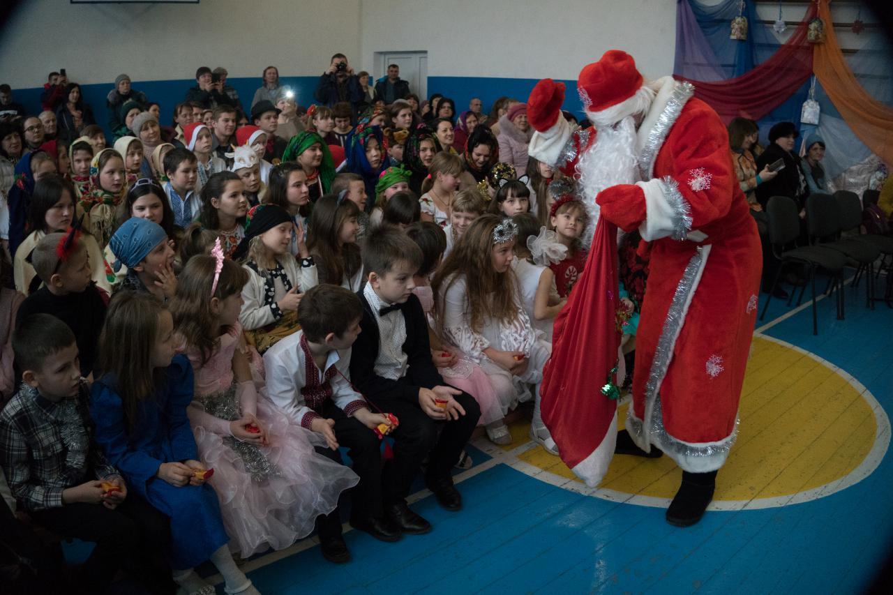 Усіх присутніх привітав Дід Мороз