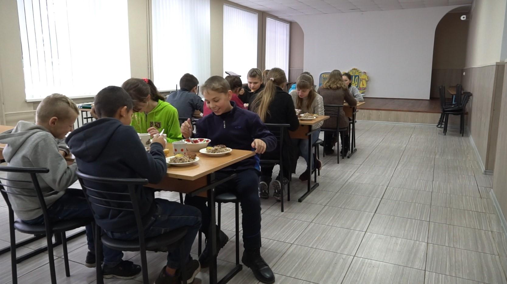 За програмою соціального партнерста «Агрофірма «ім. Довженка» допомогла капітально відремонтувати шкільну їдальню