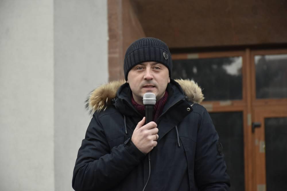 Євген Почечун тримає слово перед громадою