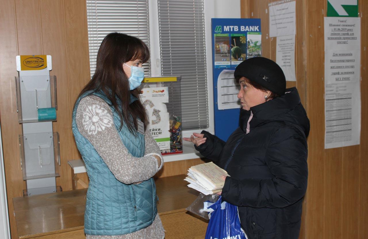 Пані Наталія спілкується з адміністратором Іриною Шаповал
