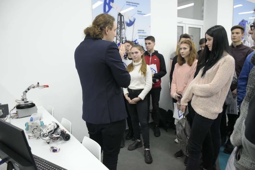 Школярам показала можливості робототехніки