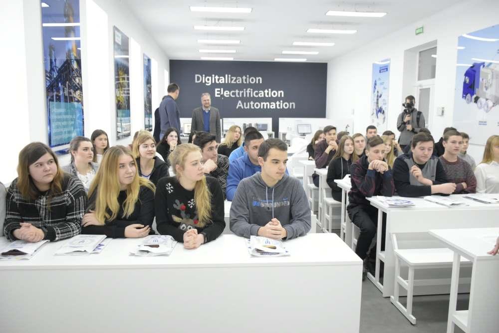 Учні відвідали заняття в сучасній цифровій лабораторії