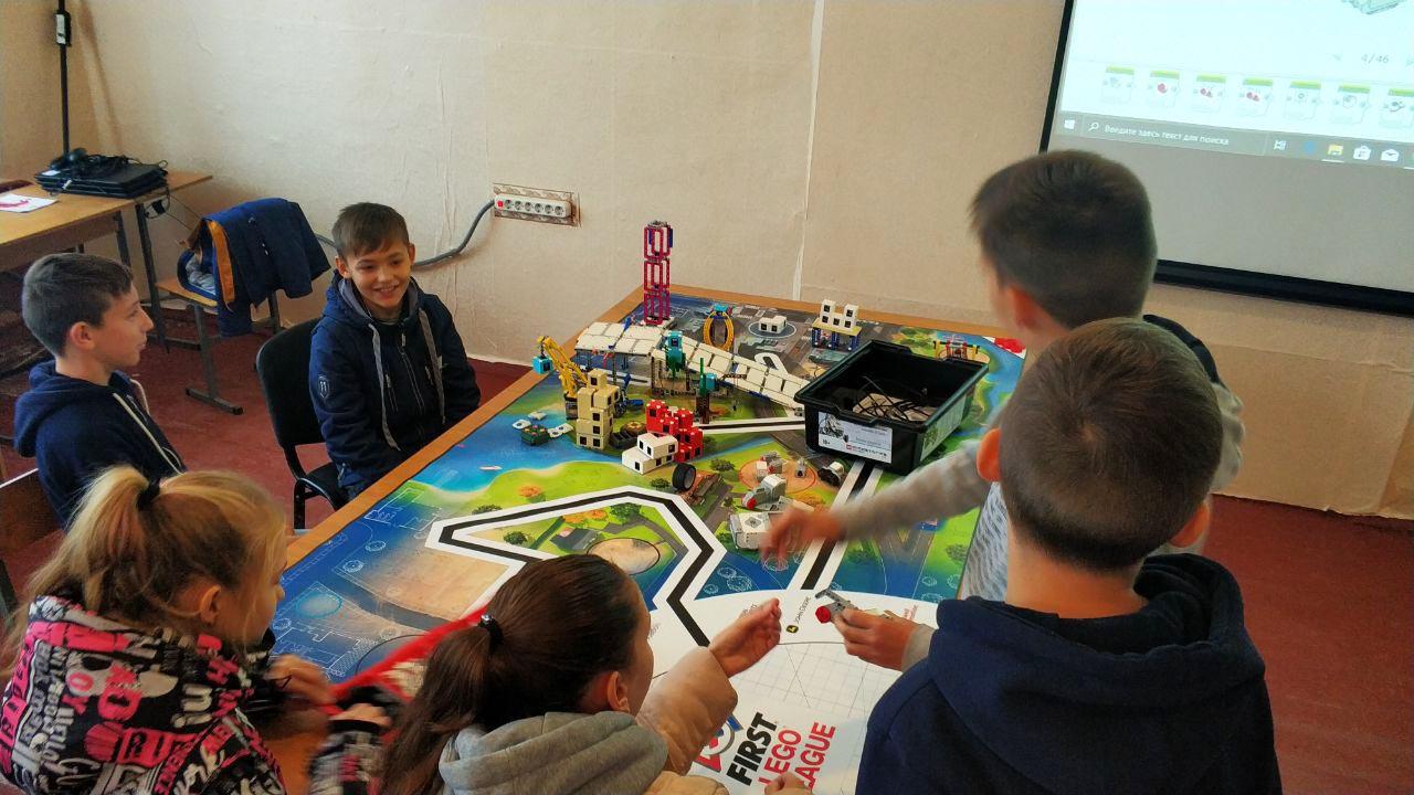 Діти тренуються на спеціальному столі, що допомогло придбати СТОВ «Ніка»