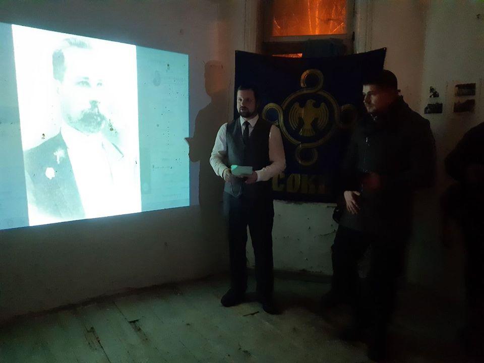 Екскурсія у будинку Русових