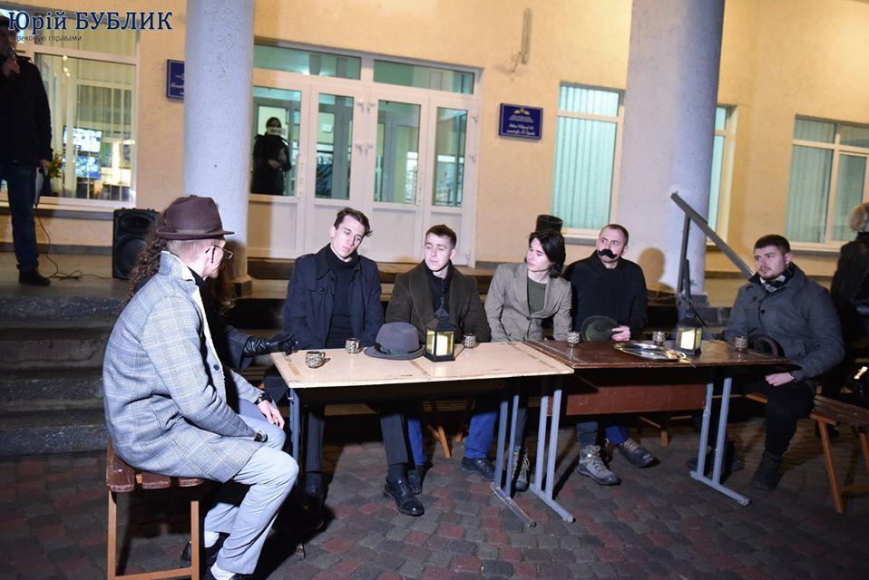 Студенти-історики відтворили шевченківську вечірку у хаті Русових