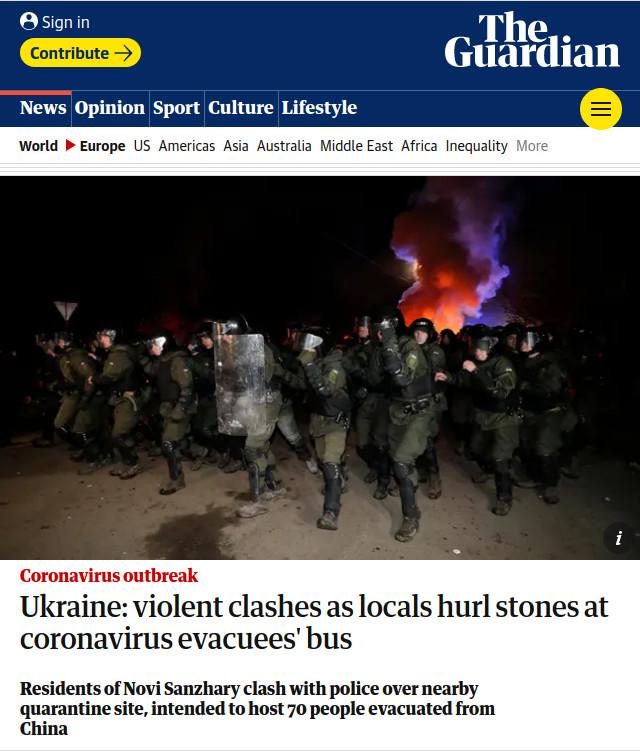 Україна: жорстокі сутички, місцеві жителі кидають каміння у автобус з евакуйованими через коронавірус людьми | The Guardian