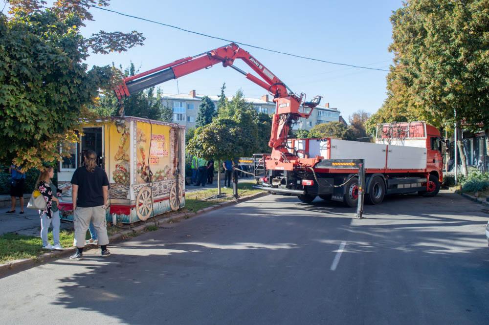 Почали демонтаж незаконних МАФів. Як наслідок — історична частина міста вже майже звільнена від засилля різноманітних кіосків.