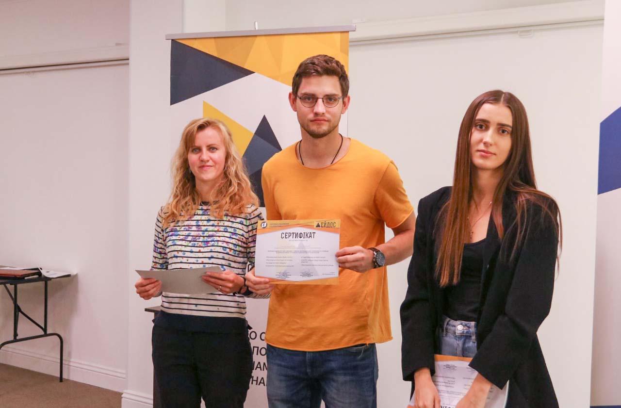 Учасники після проходження школи отримують сертифікати