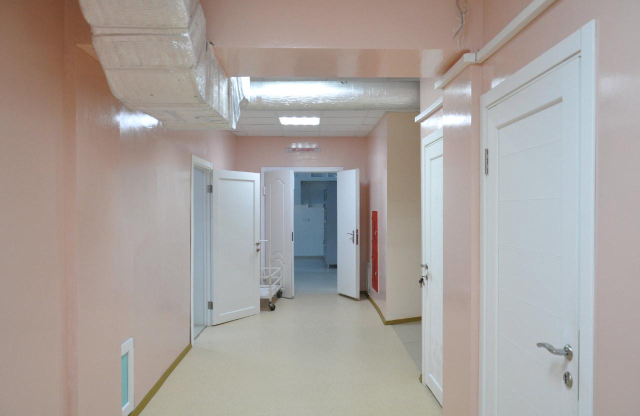 Коридор відділення інтервеційної радіології рентгенхірургічного блоку