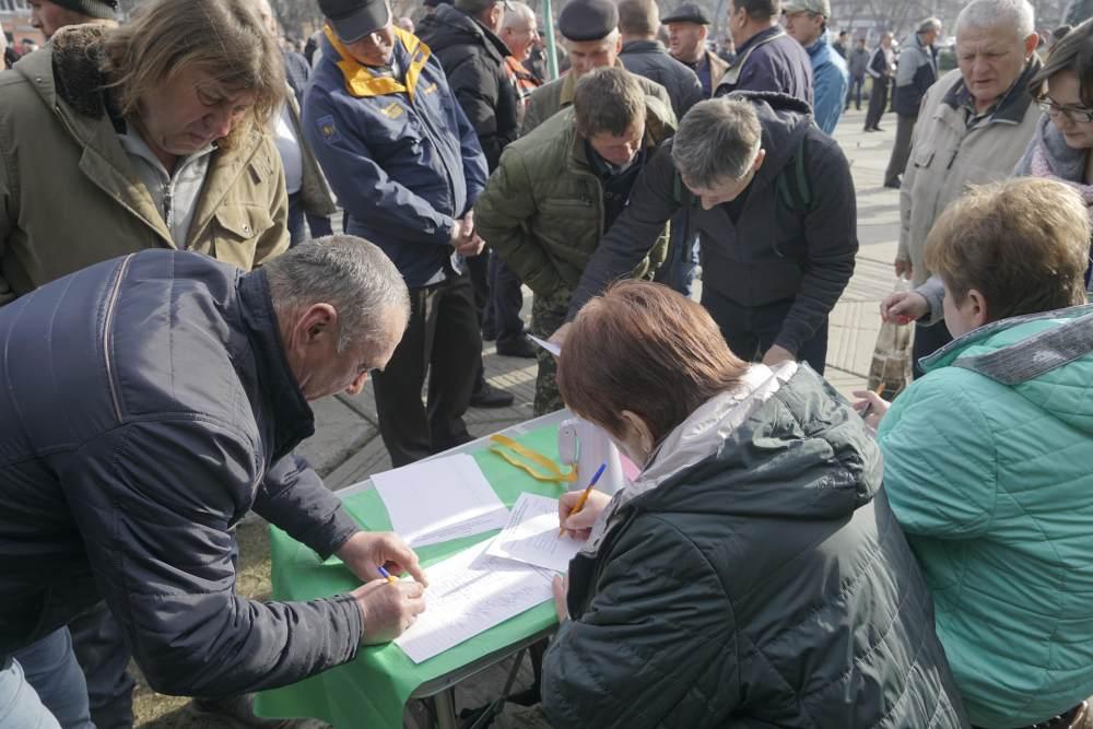 Учасники акції зібрали підписи на захист полювання