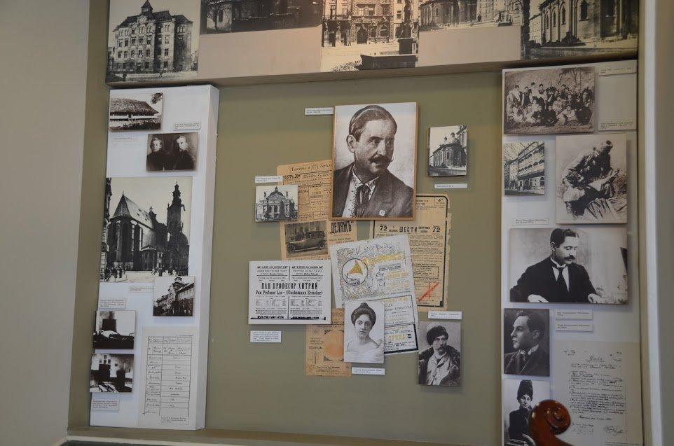 частина експозиції у Полтавському національному педагогічному університеті