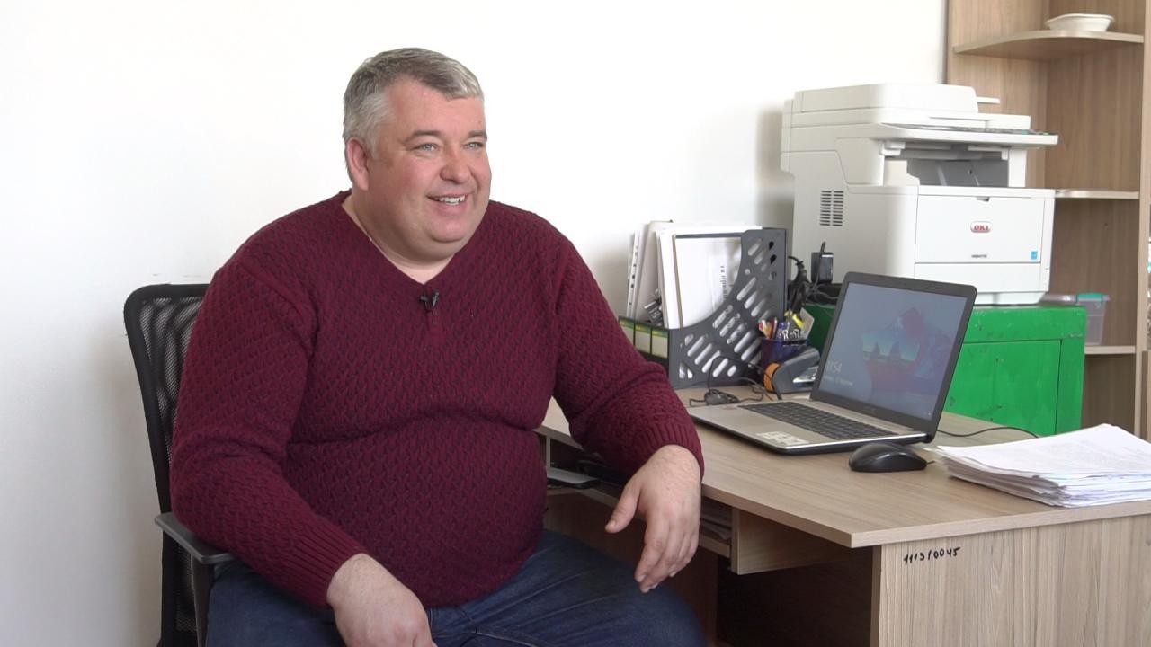 В'ячеслав Макаренко — начальник управління ЖКГ, архітектури та містобудування виконавчого комітету Щербанівської сільради.