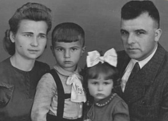 Ліна Костенко з родиною
