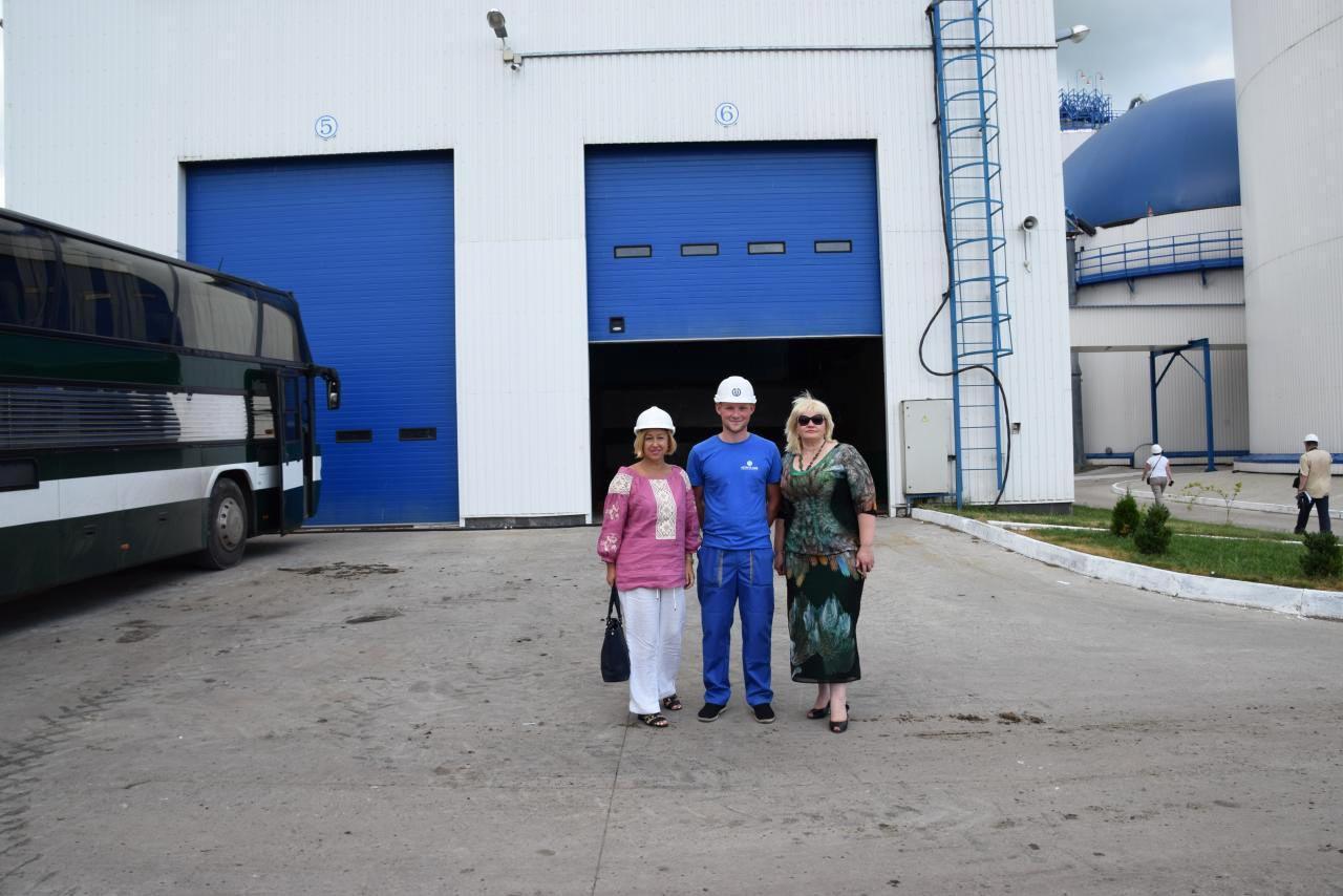 Ігор Кузуб з Іриною Коваленко, яка запропонувала стати стипендіатом фонду (праворуч)
