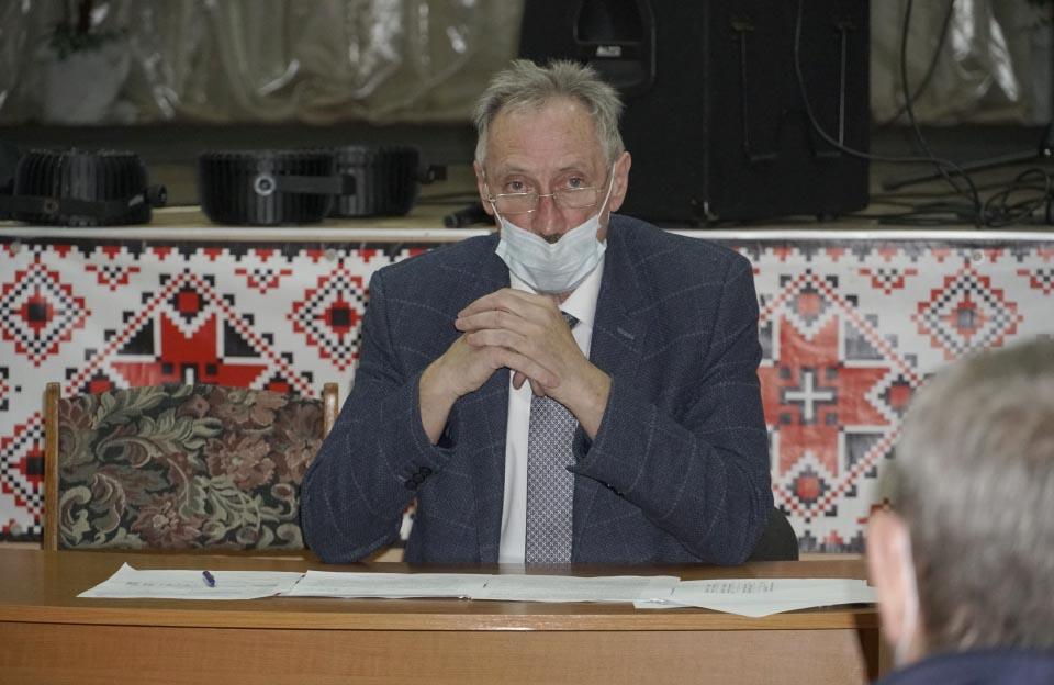 Сільський голова Ігор Процик повідомив, що для медиків замовили 25 захисних костюмів