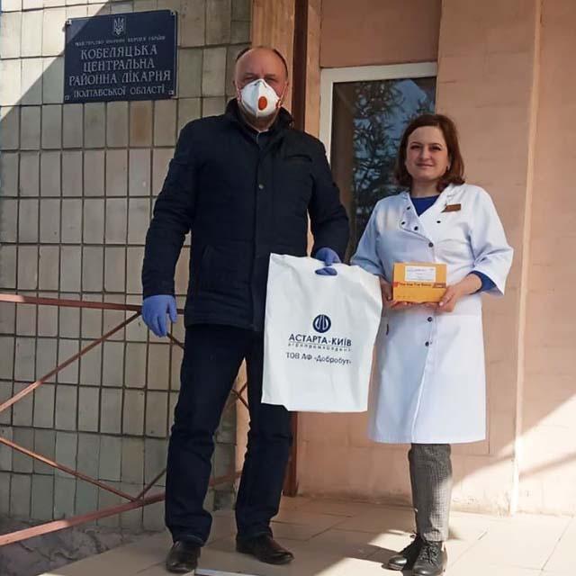 Заступник гендиректора ТОВ «Агрофірма «Добробут» Анатолій Таранушич передав медикам тести для діагностики коронавірусу