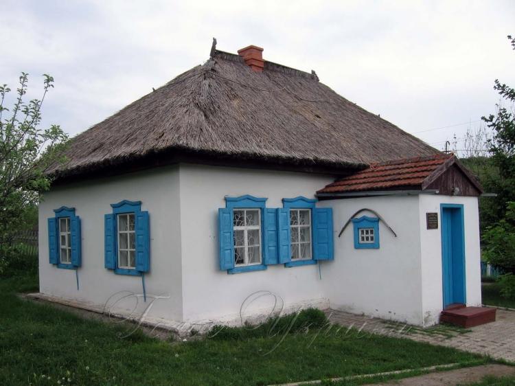 Хата у селі Суха