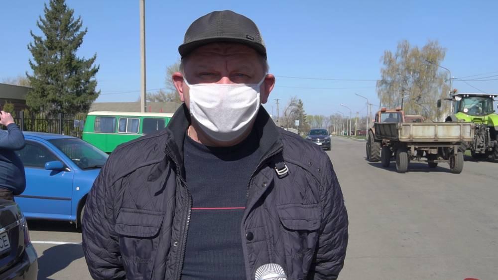 Мешканець села Степне Дмитро Сокирко