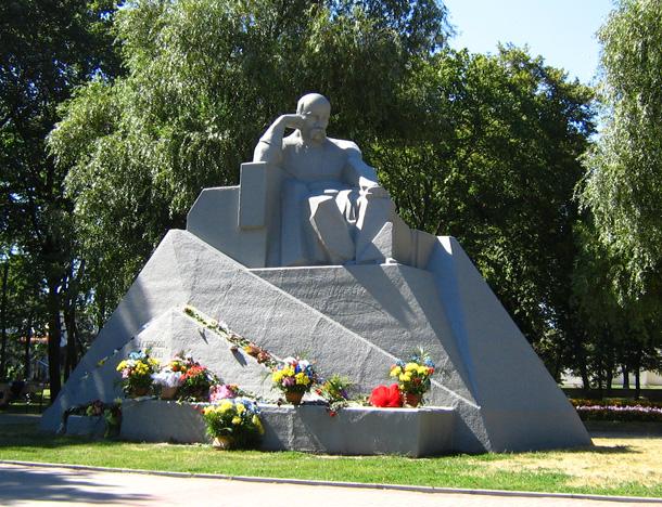 Пам'ятник Тарасові Шевченку у Полтаві. Автор Іван Кавалерідзе