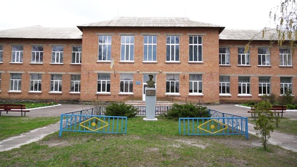 Учні Ковалівської школи навчаються дистанційно
