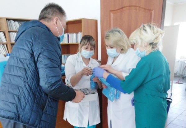 Лікарі отримали медичні маски і захисні окуляри