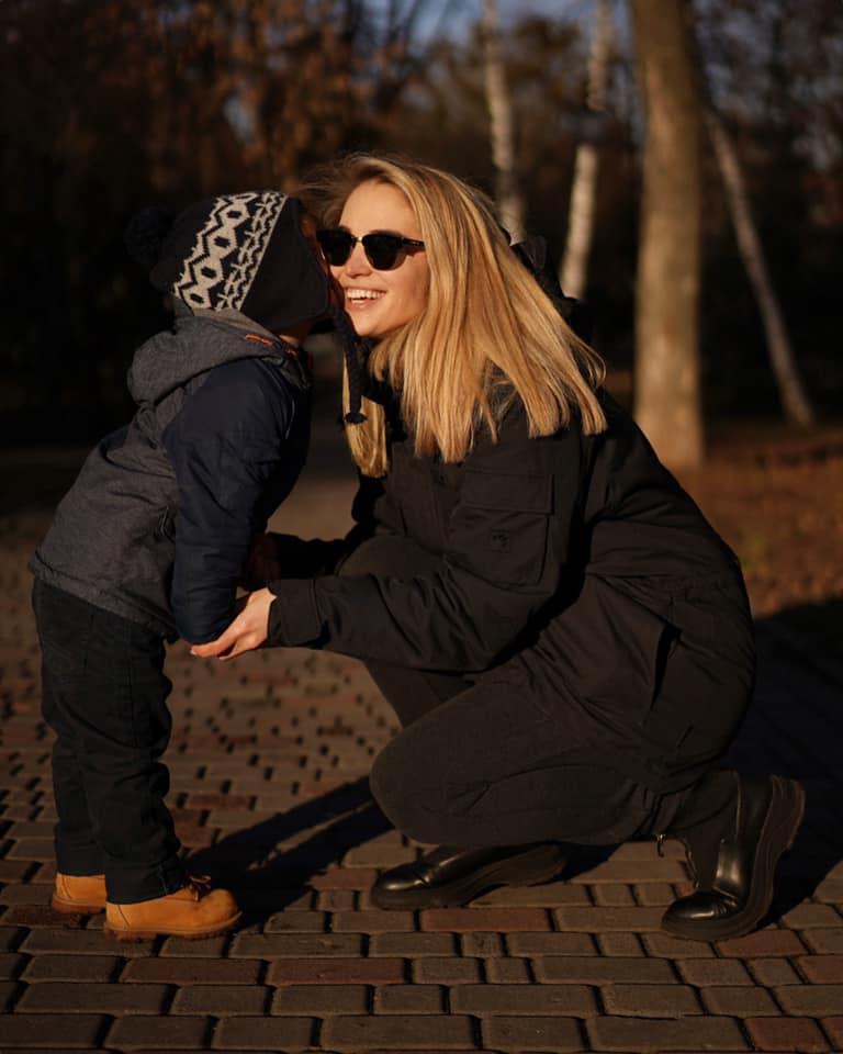 Наталі Мосто вдається поєднувати дистанційну роботу і приділяти час дитині