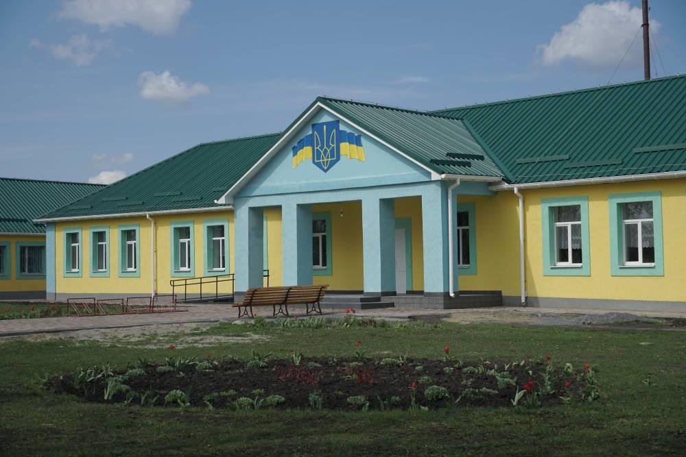 У Коломацькій школі закінчили зовнішній ремонт