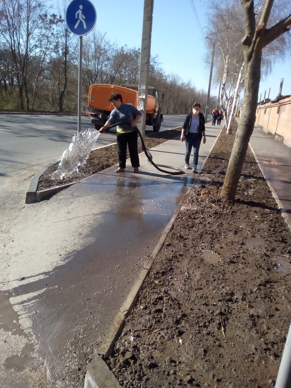 Поливання ґрунту