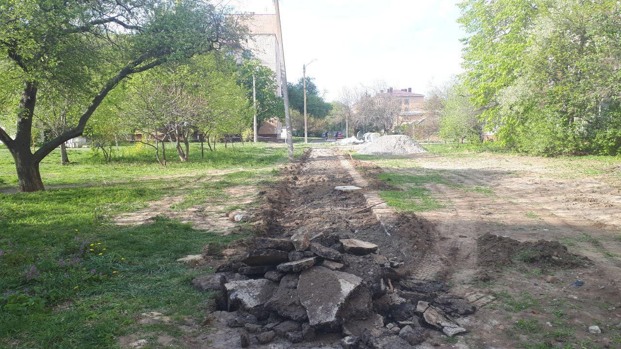 Ремонт тротуару на вул. Квітучій | Фото: Роман Кузнецов