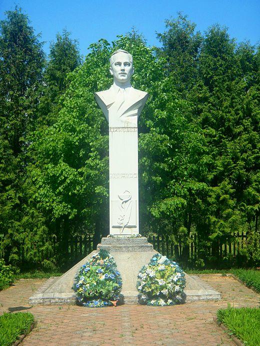 Пам'ятник Юрію Липі в селі Іваники Яворівського району Львівської області