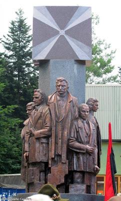 Памятник діячам УНВР у селі Сприня