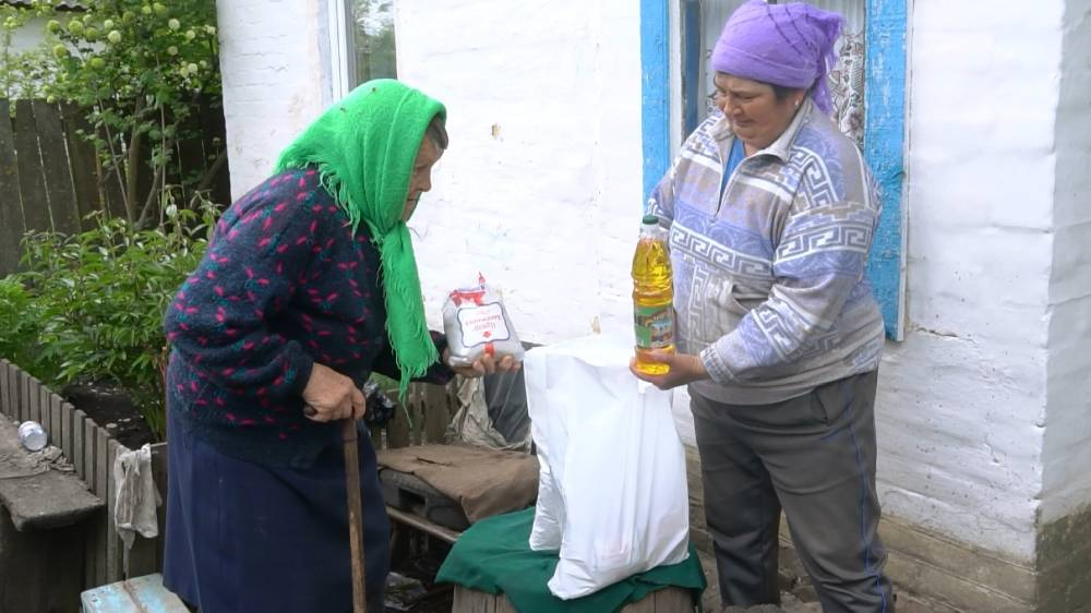 Пенсіонерам передали крупи, борошно, олію та цукор