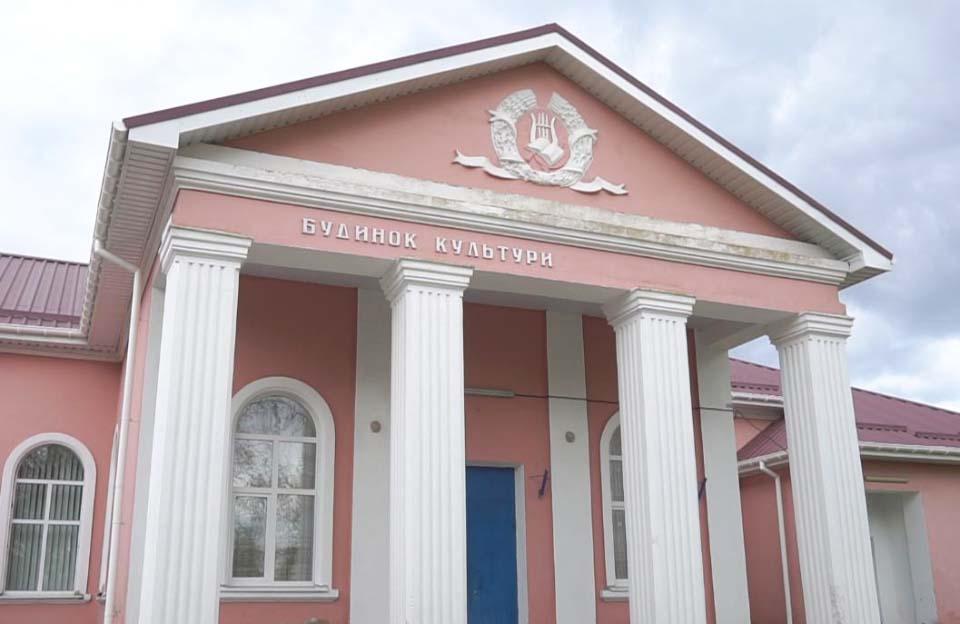 У Василівському будинку культури відремонтували дах та замінили вікна
