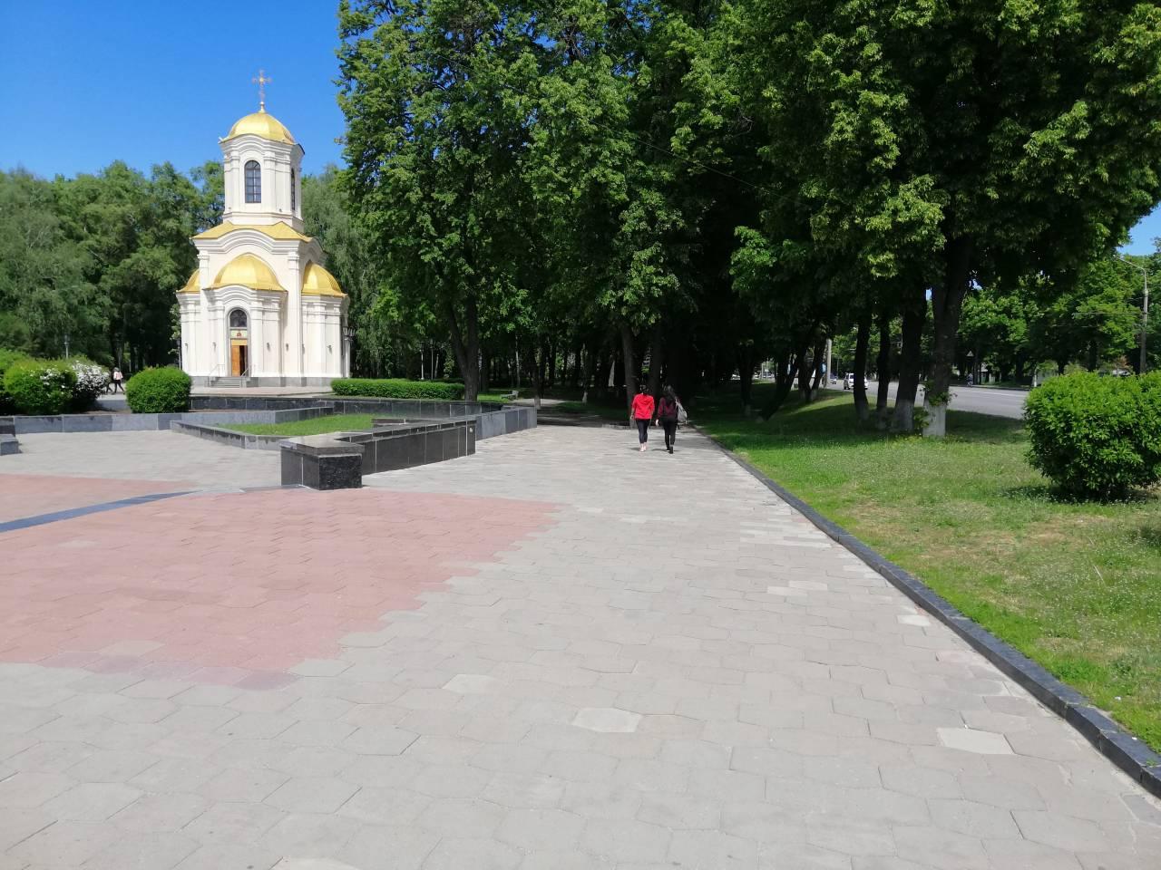 Сквер імені Котляревського. Замінили 540 кв.м. плитки, зробили зливи для води.