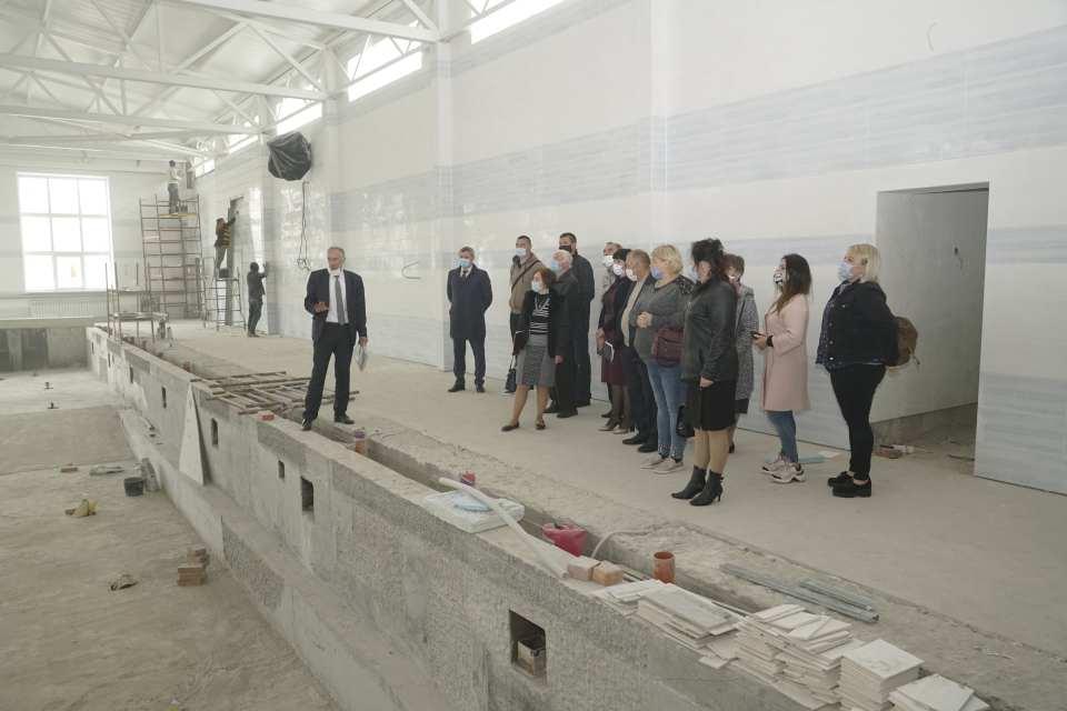 Перед засіданням депутати Щербанівської сільради побували на будівництві басейну