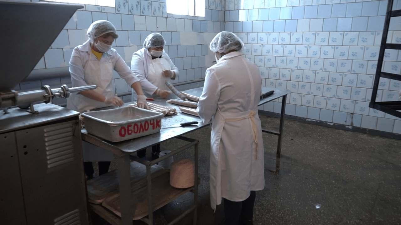 Продукцію ковбасного цеху продають у п'яти фірмових магазинах