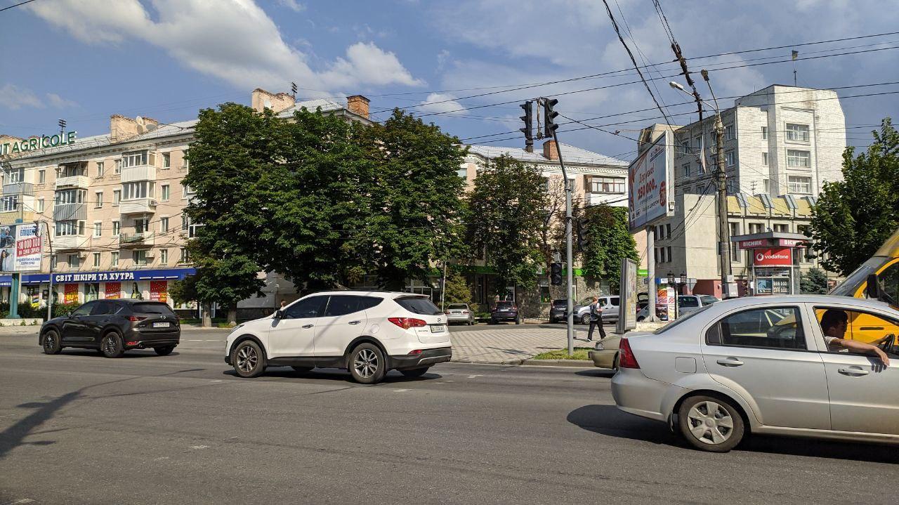 Непрацюючий світлофор на вулиці Європейській.