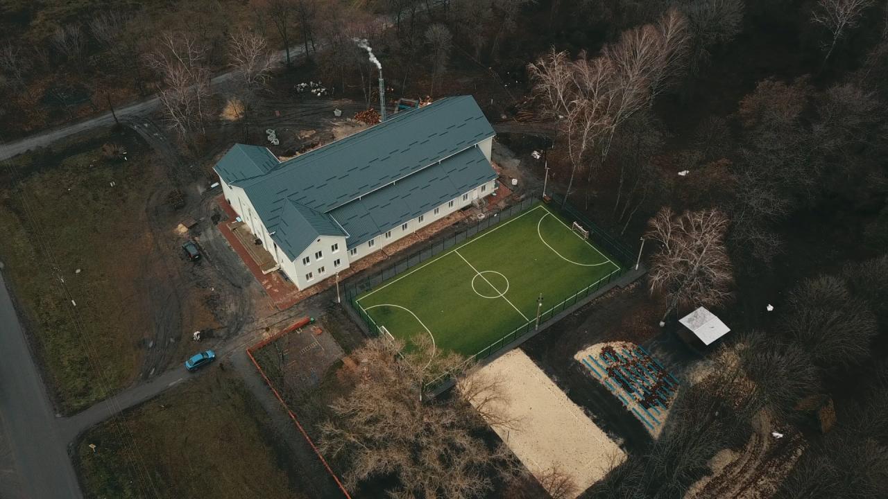 У громаді відновили приміщення будинку культури та зробили футбольний майданчик
