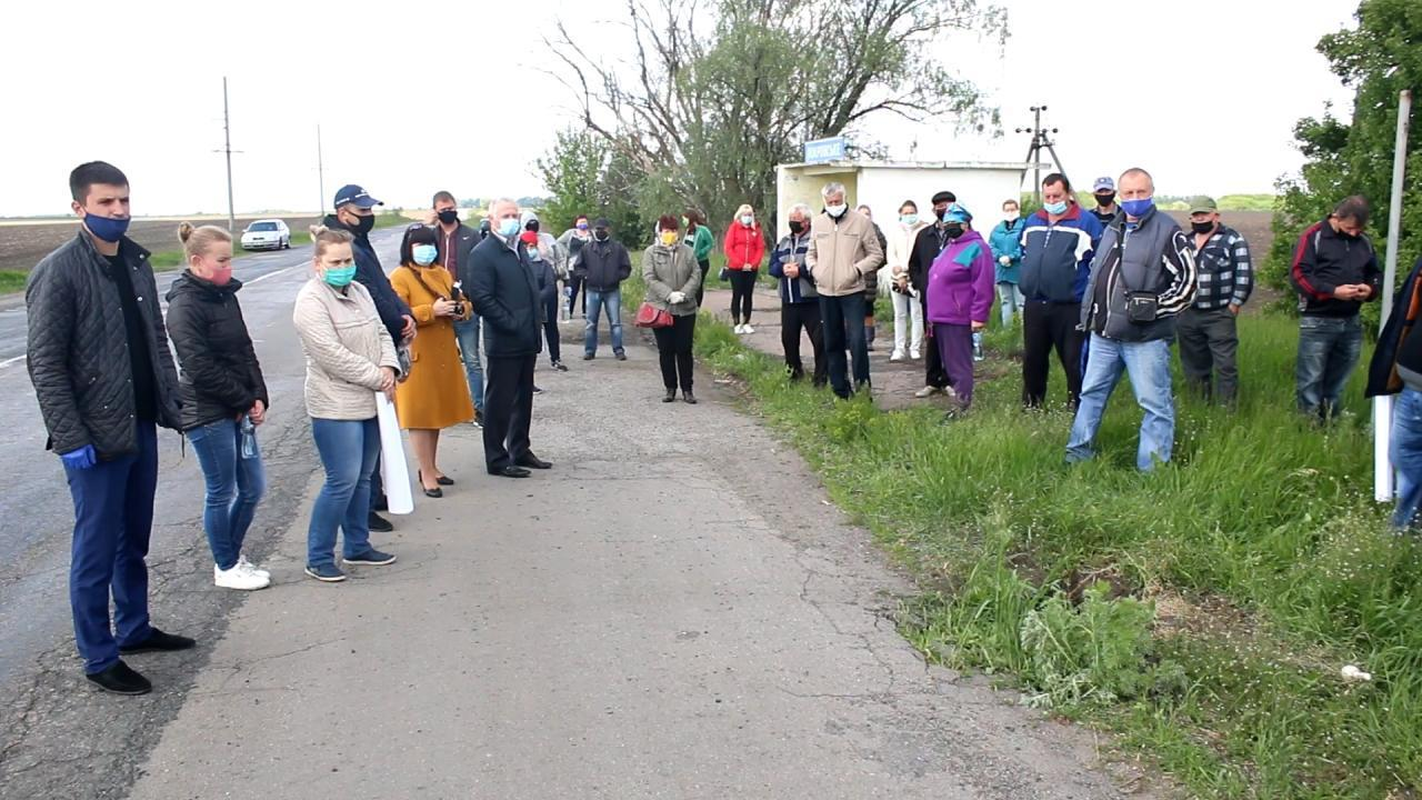 Мешканці Ковалівки та Великих Сорочинців перекривали дорогу обласного значення