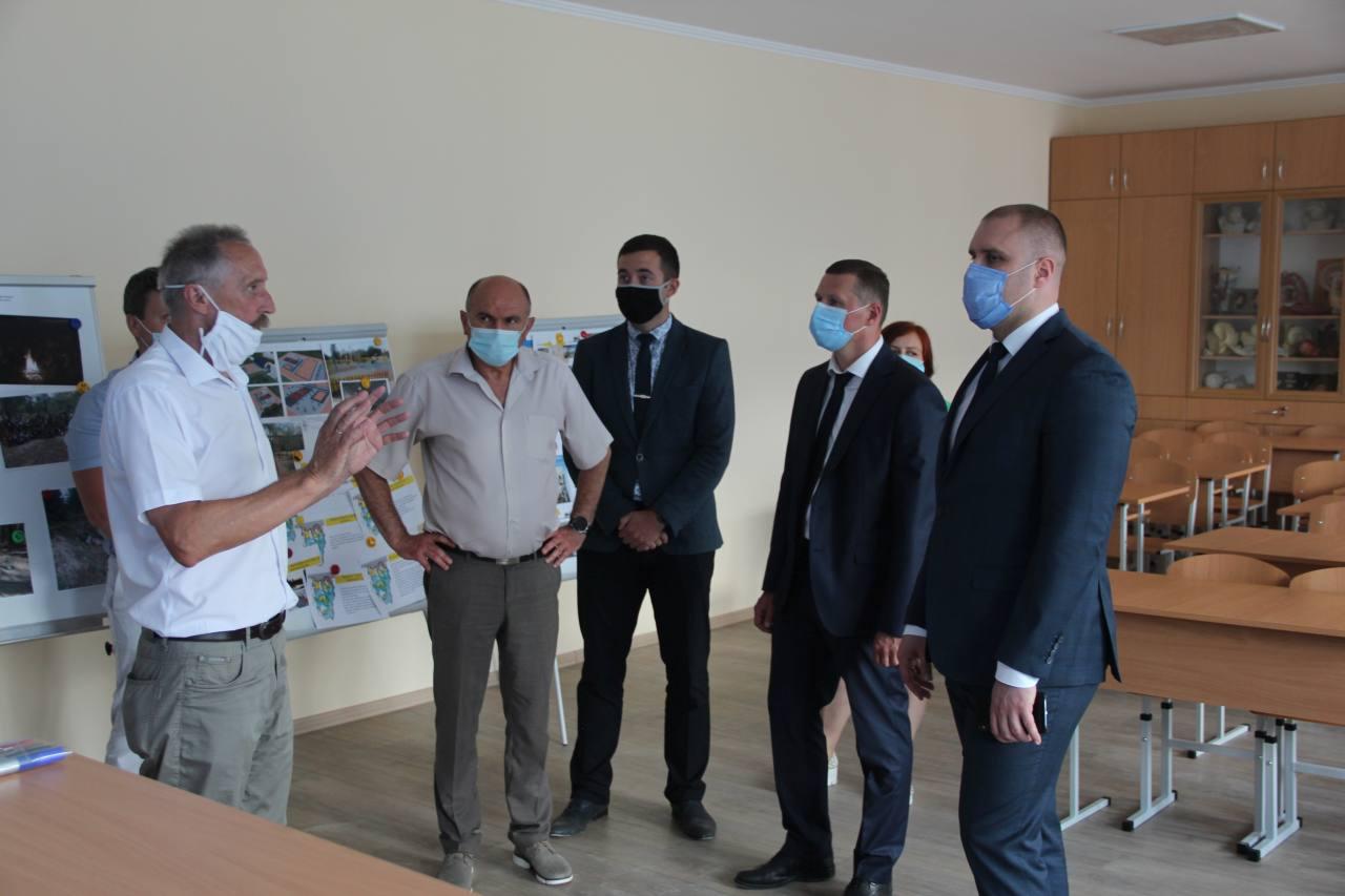 Керівники області та району відвідали навчальні заклади ОТГ