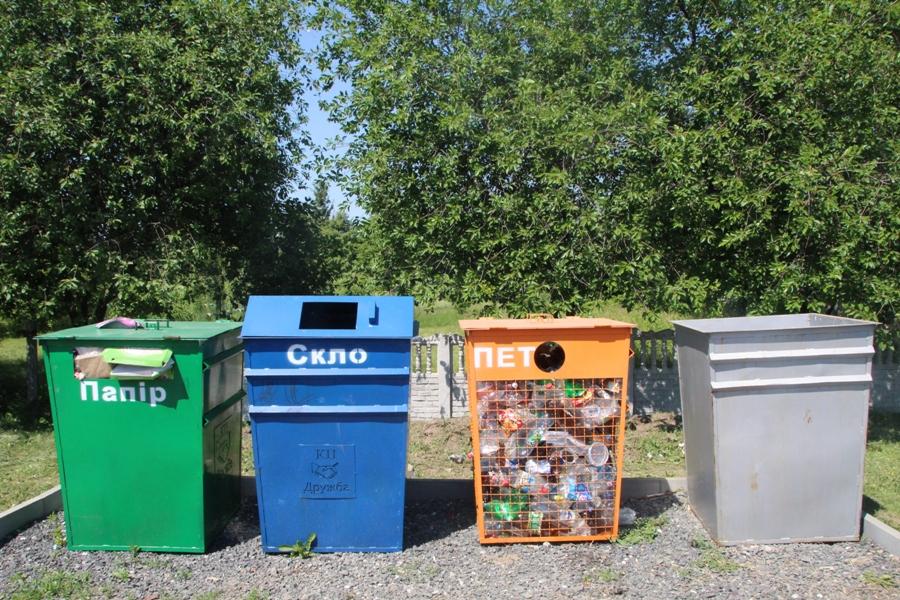 Контейнери для роздільного збору сміття в Мачухах